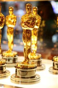 golden oscar statues