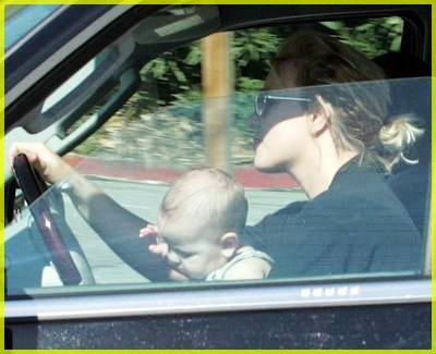 britney spears drives with baby on lap