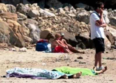 dead girls left on beach in rome