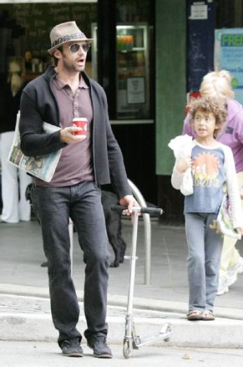 hugh jackman buys breakfast with his daughter