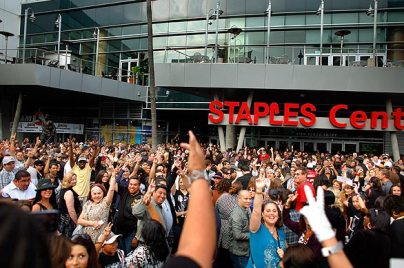 michael jackson memorial crowd staples center