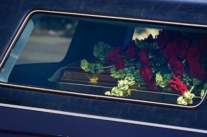 michael jackson casket photo red roses