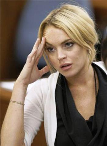 lindsay lohan enters sober living house