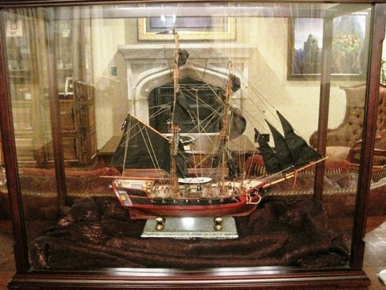 disneyland hote pirates of the caribbean suite model ship