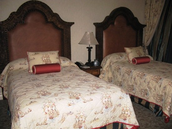 disneyland hotel pirates of the caribbean suite bedroom queen beds