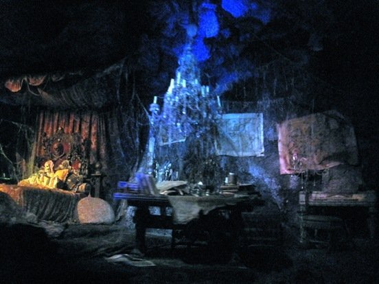 pirates of the caribbean ride captains bed