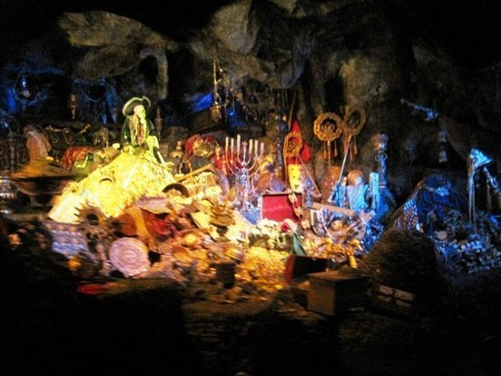 pirates of the caribbean ride treasure disneyland park