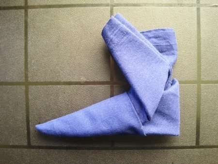 holiday napkin folding elf boot 8