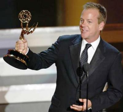 Kiefer Sutherland accepts his Oscar