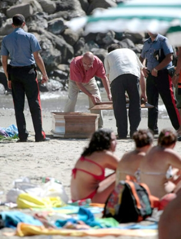roma girls left dead on beach
