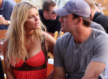 jessica simpson tony romo not engaged