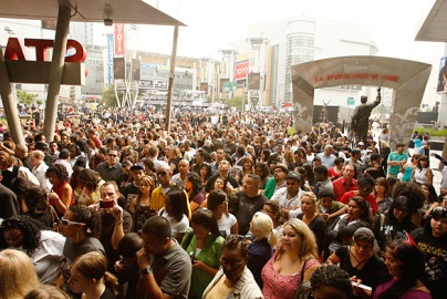 crowd outside michael jackson memorial staples center