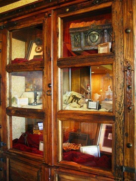 disneyland hotel pirates of the caribbean suite artifact case