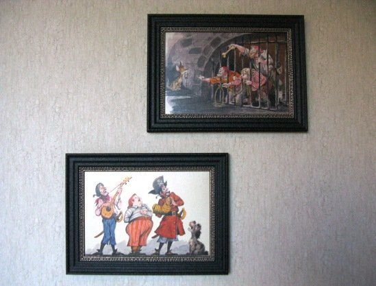 disneyland hotel pirates of the caribbean suite bedroom artwork closeup