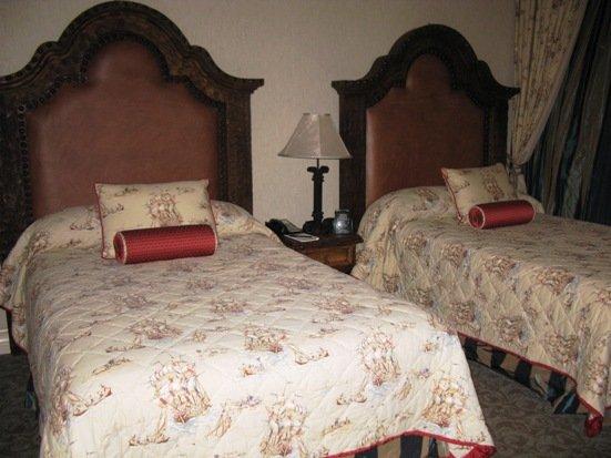 disneyland hotel pirates of the caribbean suite bedroom queen beds