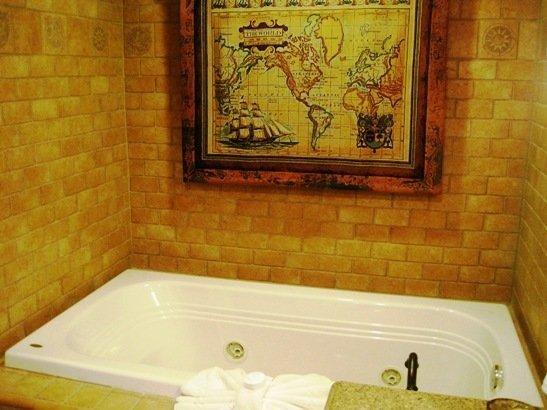 disneyland hotel pirates of the caribbean suite jacuzzi tub