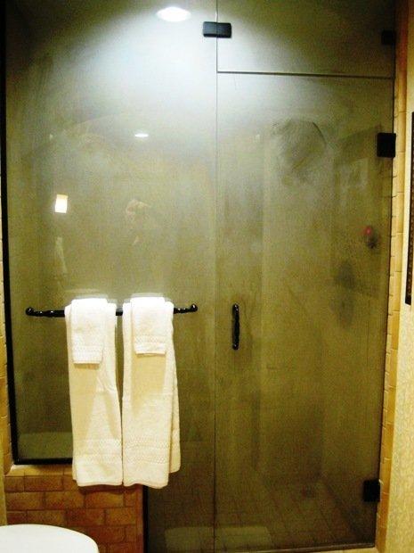 disneyland hotel pirates of the caribbean suite sauna shower