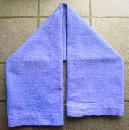 holiday napkin folding elf boot 3