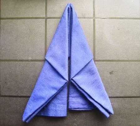 holiday napkin folding elf boot 4